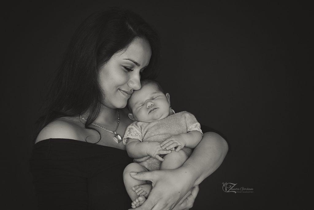 best-newborn-photographer-burton-on-trent-upon-swadlincote-derby-word-best-london-birmingham-notthingham-baby-photos-brothers-boy-studio copy-studio-mother-and-baby